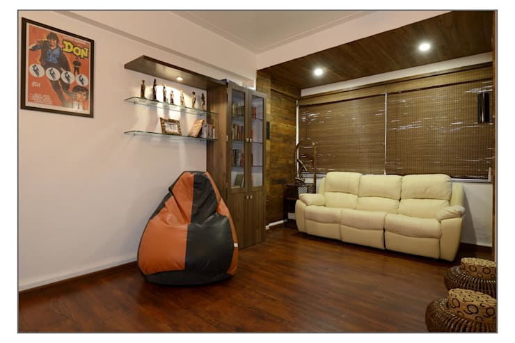 TV room:  Media room by Navmiti Designs