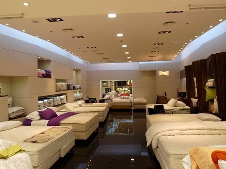 Iluminación LED Bed Time - Unicenter Shopping: Dormitorios de estilo  por Iluminación LED
