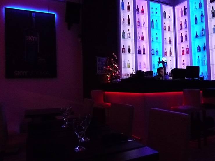 Iluminación LED. Tomate Algo Bar.: Bares y Clubs de estilo  por Iluminación LED,