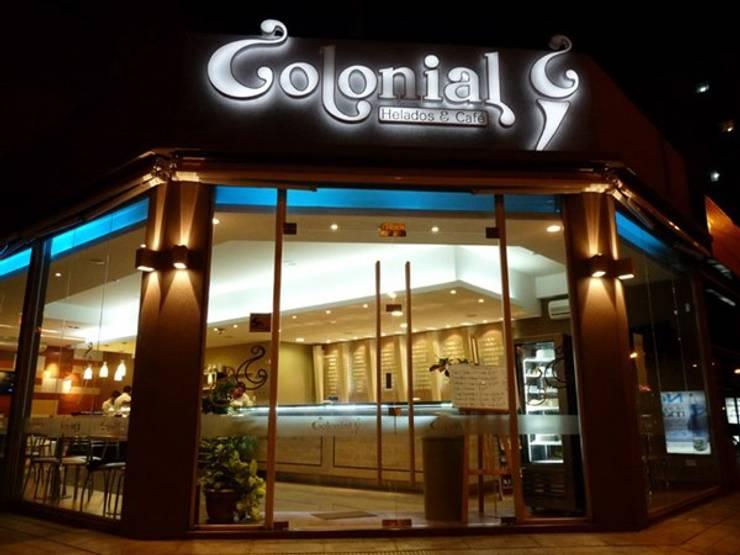 Iluminación Led  Colonial, Helados y Café: Casas de estilo  por Iluminación LED