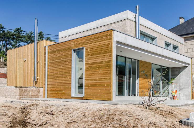 Casas de estilo industrial por Fernández Luna Oficina de Arquitectura SCP