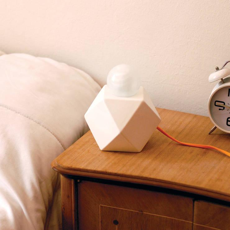 Lámpara Arquímedes: Hogar de estilo  por Bizcocho,