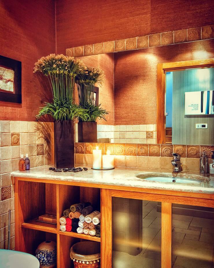COLOR HOME: Casas de banho  por Andreia Abrantes