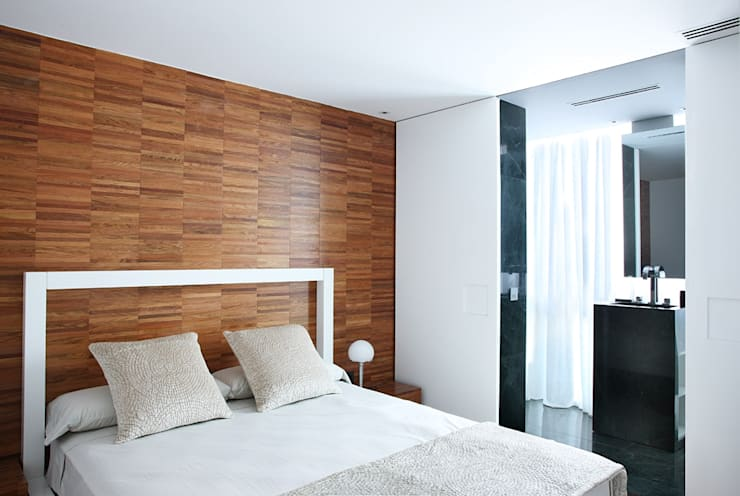 Phòng ngủ by DELATORRE-HAUSMANN INTERIORISTAS