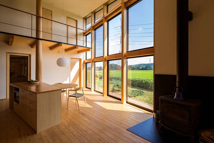 矢板・焼杉の家: 中山大輔建築設計事務所/Nakayama Architectsが手掛けた壁です。
