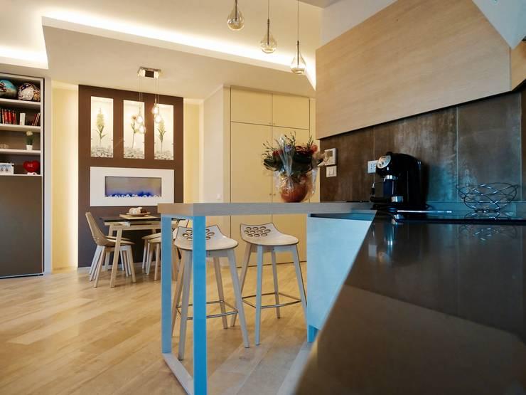 Cucina aperta sul living: Cucina in stile  di NicArch