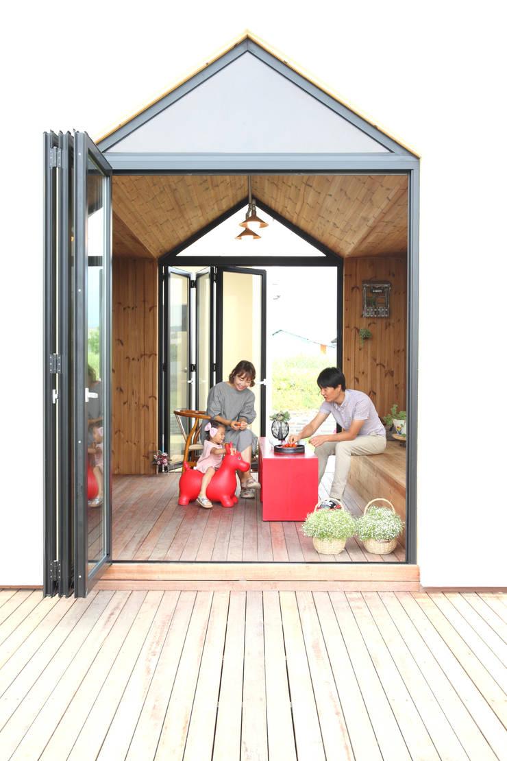 Terrazas de estilo  por 주택설계전문 디자인그룹 홈스타일토토