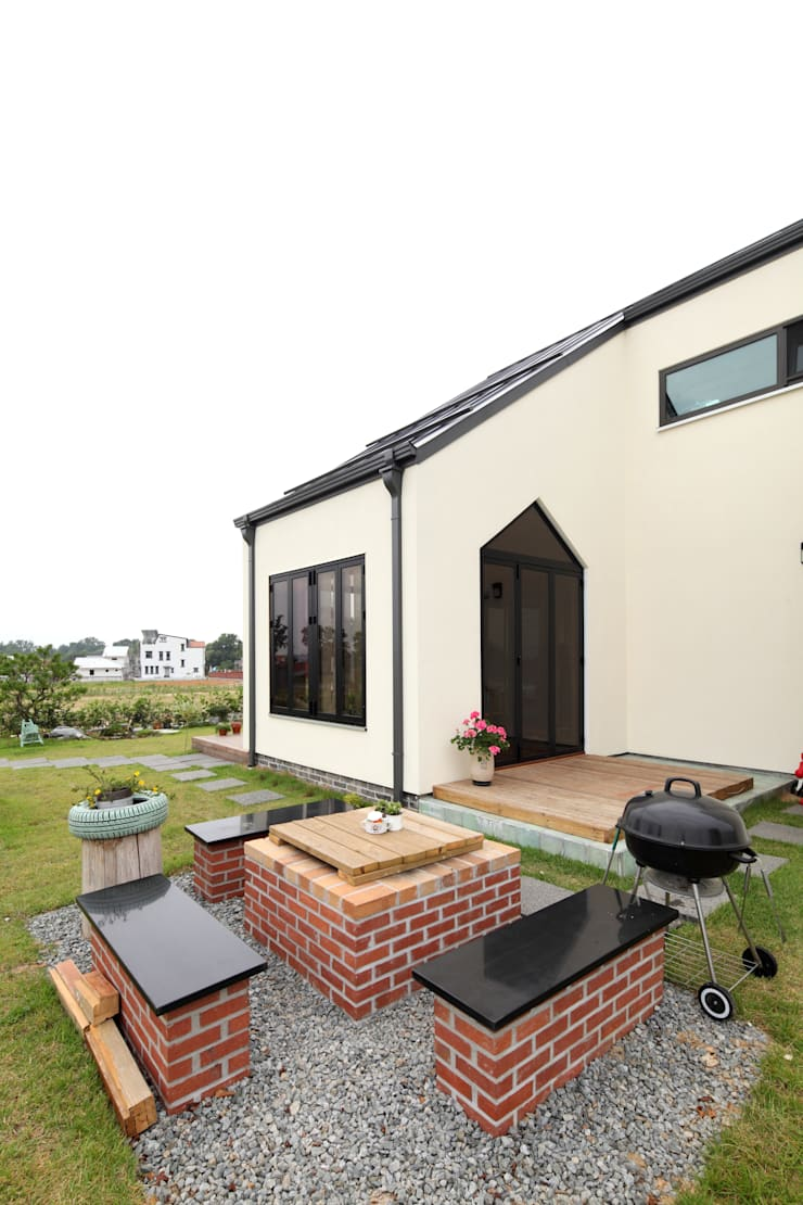 Modern balcony, veranda & terrace by 주택설계전문 디자인그룹 홈스타일토토 Modern Wood Wood effect
