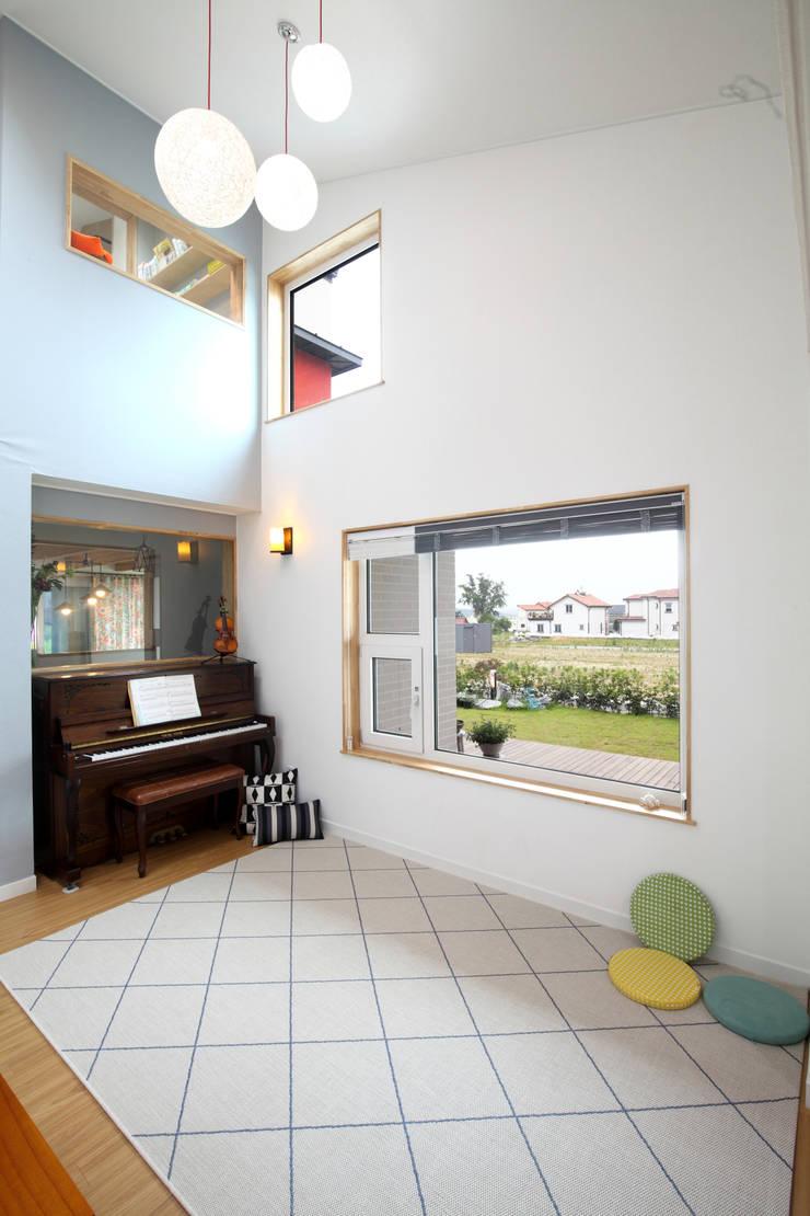 Modern living room by 주택설계전문 디자인그룹 홈스타일토토 Modern Solid Wood Multicolored