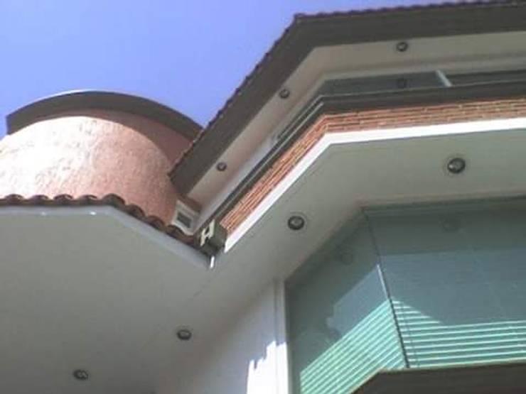 Fachada Principal: Casas de estilo  por Rueda Arquitectura y Bienes Raíces