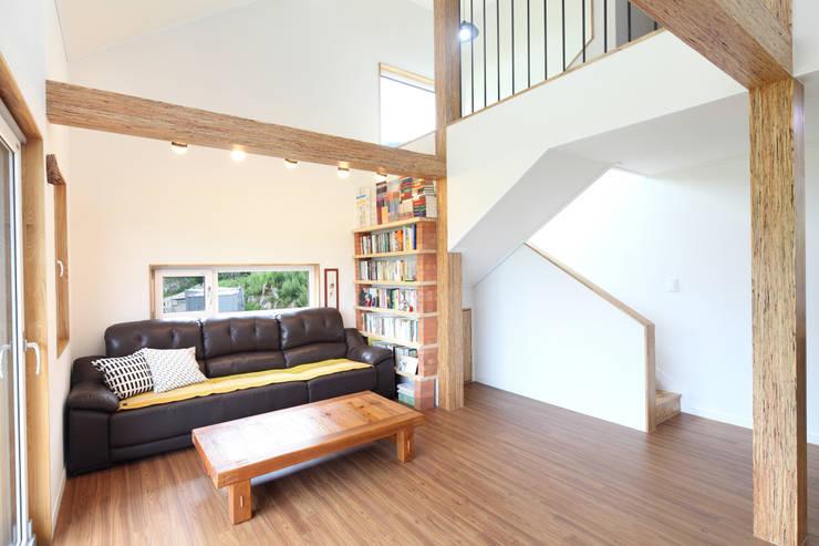 Livings de estilo  por 주택설계전문 디자인그룹 홈스타일토토