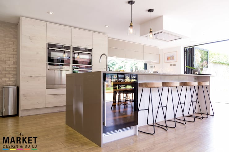 Bright, modern & spacious family kitchen area: modern Kitchen by The Market Design & Build