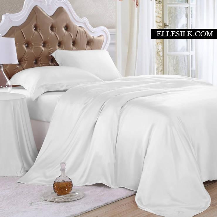 modern Bedroom by ElleSilk