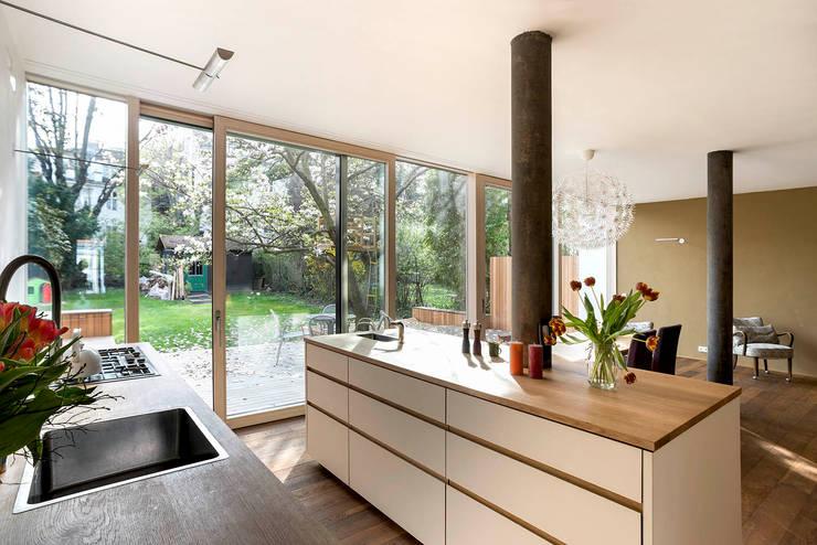 Cuisine de style de style Moderne par bogenfeld Architektur