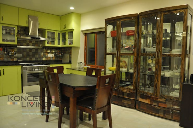 Modular Kitchen including Diniing area:  Dining room by Koncept Living