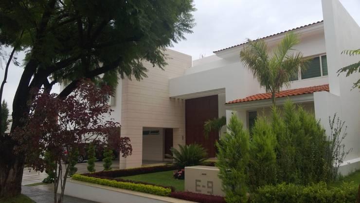 Azaleas: Casas de estilo  por Bojorquez Arquitectos SA de CV