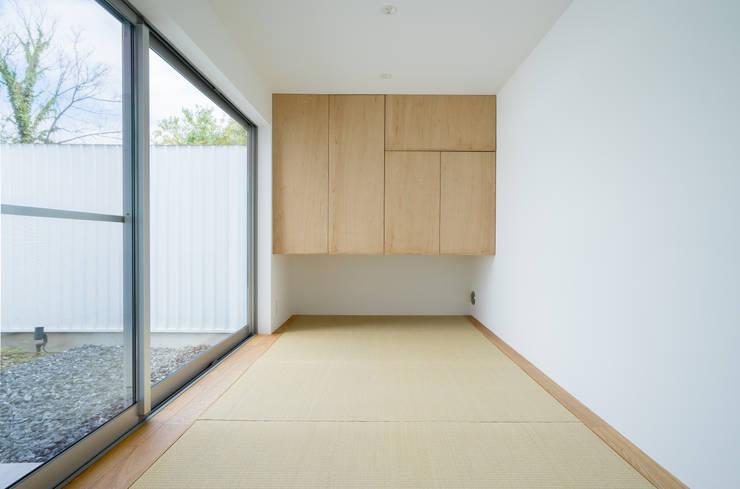 Projekty,  Pokój multimedialny zaprojektowane przez Smart Running一級建築士事務所