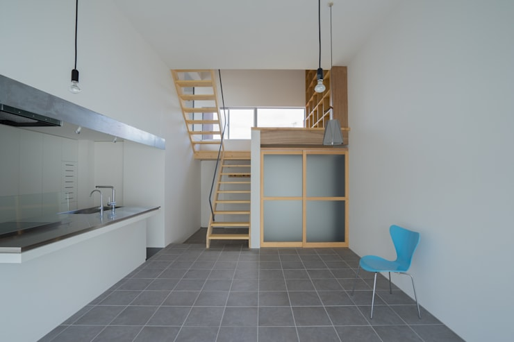 Projekty,  Salon zaprojektowane przez Smart Running一級建築士事務所