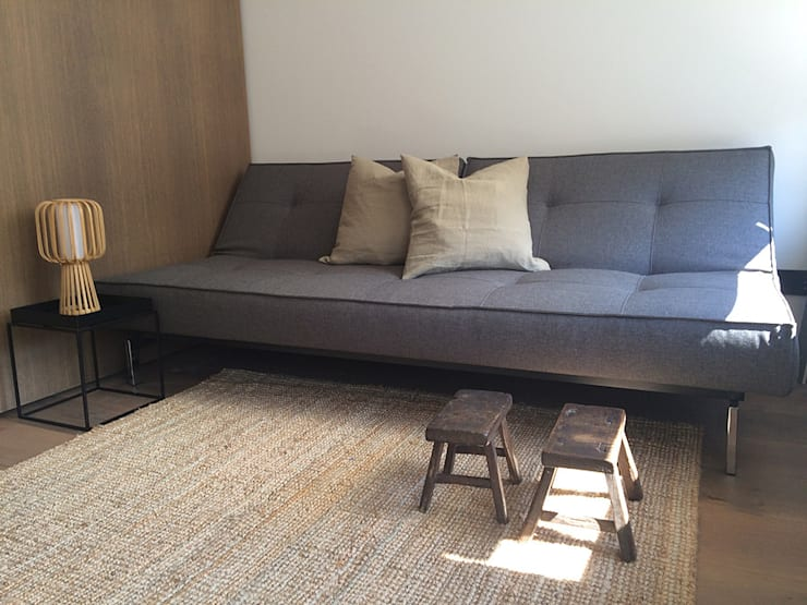 modern Living room by Deirdre Renniers Interior Design
