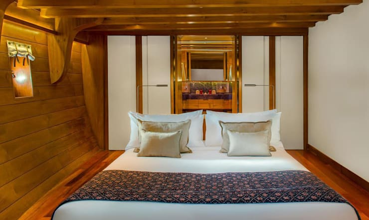 Guest Cabin:  Yachts & jets by Deirdre Renniers Interior Design,Asian Wood Wood effect