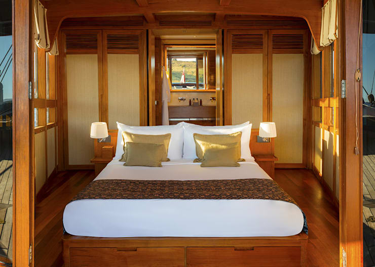 Master Cabin:  Yachts & jets by Deirdre Renniers Interior Design,Asian Wood Wood effect