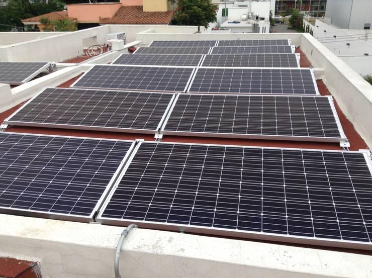 Proyecto de 5.94 kW en Zapopan Casas modernas de PROYENER Moderno