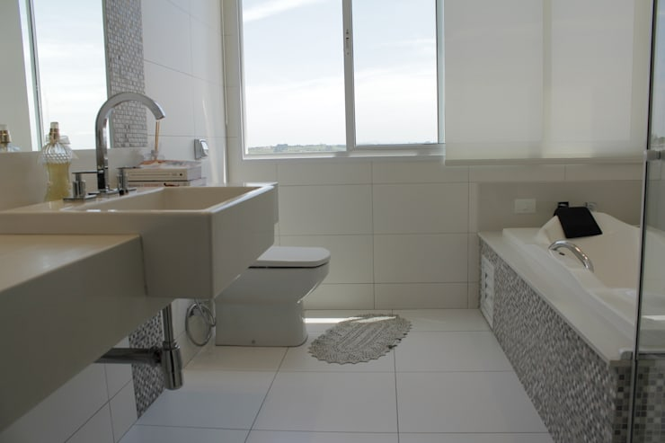 Baños de estilo  por canatelli arquitetura e design