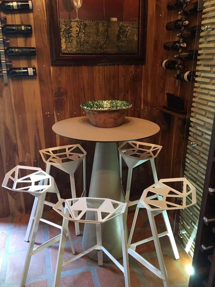Espacio, Urb. El Hatillo: Bodegas de vino de estilo moderno por THE muebles