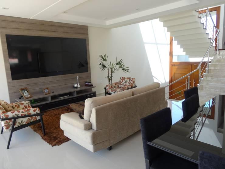 Casa SN: Salas de estar  por Lozí - Projeto e Obra