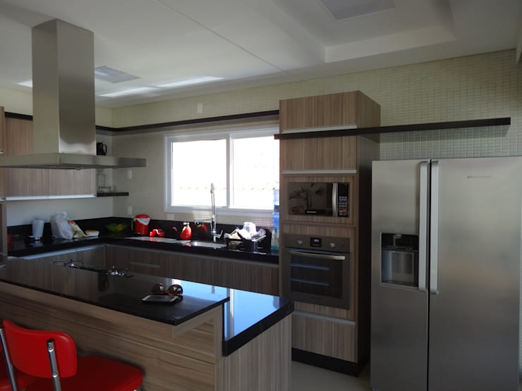 Casa SN: Cozinhas  por Lozí - Projeto e Obra