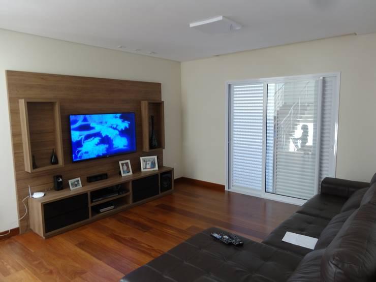 Casa SN: Salas multimídia  por Lozí - Projeto e Obra