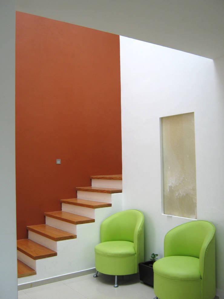 Vestibulo: Pasillos y recibidores de estilo  por Bojorquez Arquitectos SA de CV