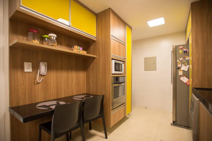 Cocinas de estilo  por L2 Arquitetura