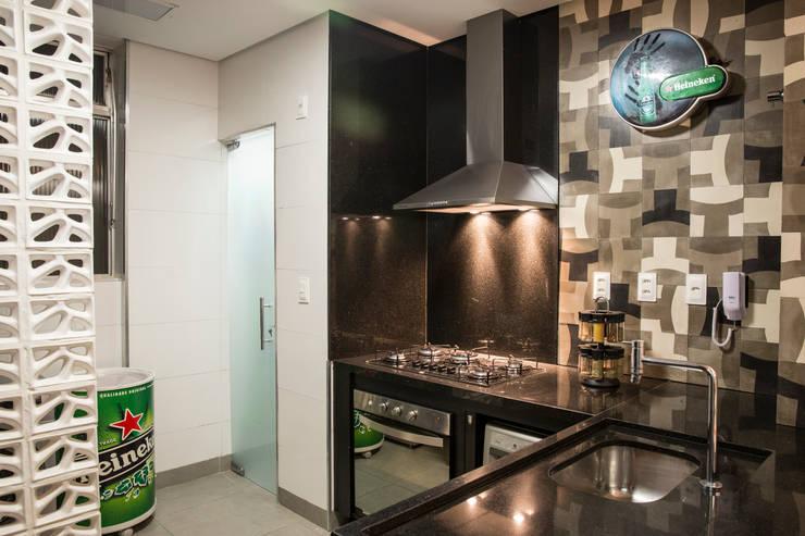 現代廚房設計點子、靈感&圖片 根據 Ocapi Arquitetura 現代風