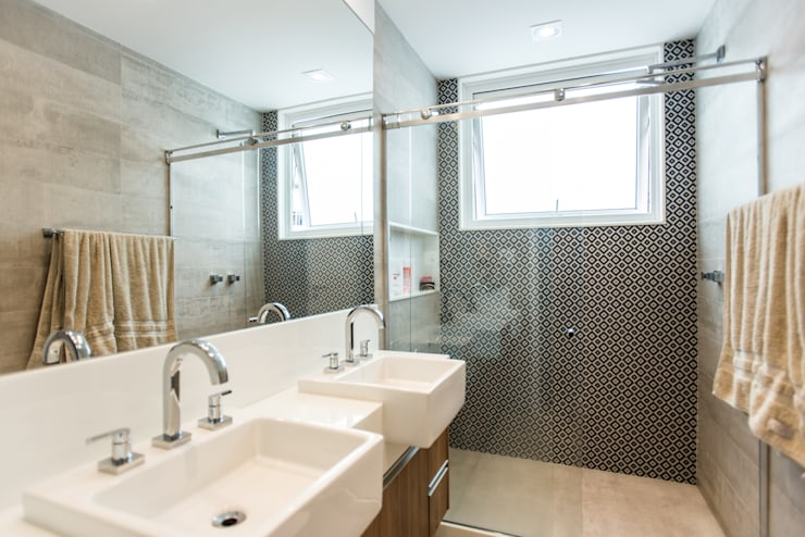 Baños de estilo  por L2 Arquitetura