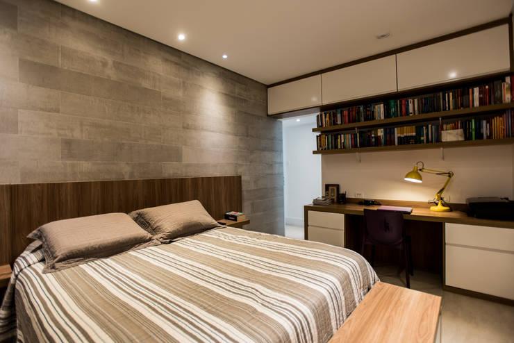 Dormitorios de estilo moderno por L2 Arquitetura