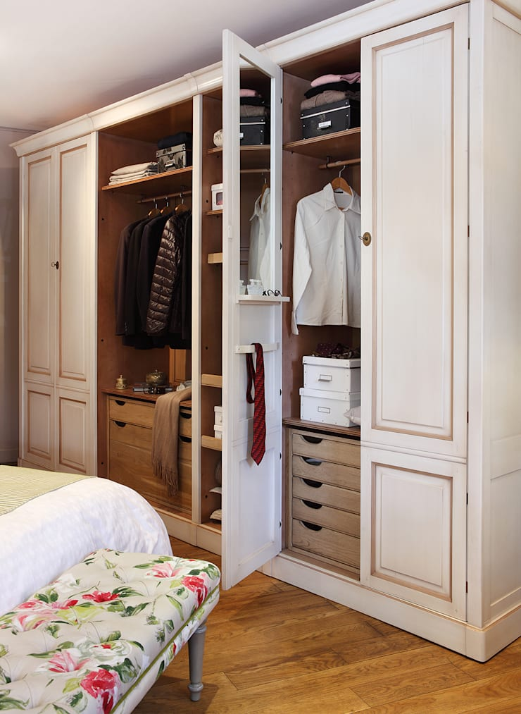Classic style dressing rooms by Grange México Classic Solid Wood Multicolored