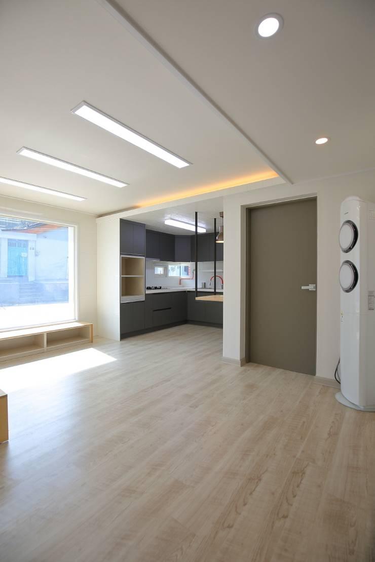 Living room by inark [인아크 건축 설계 디자인]