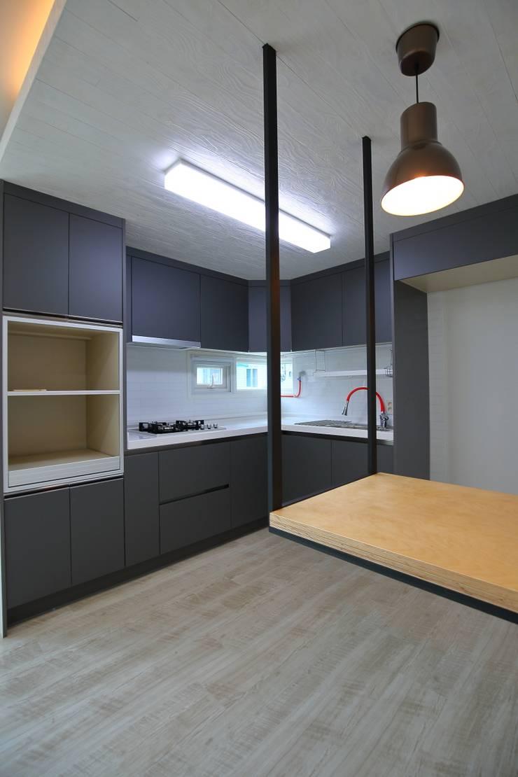 Kitchen by inark [인아크 건축 설계 디자인]