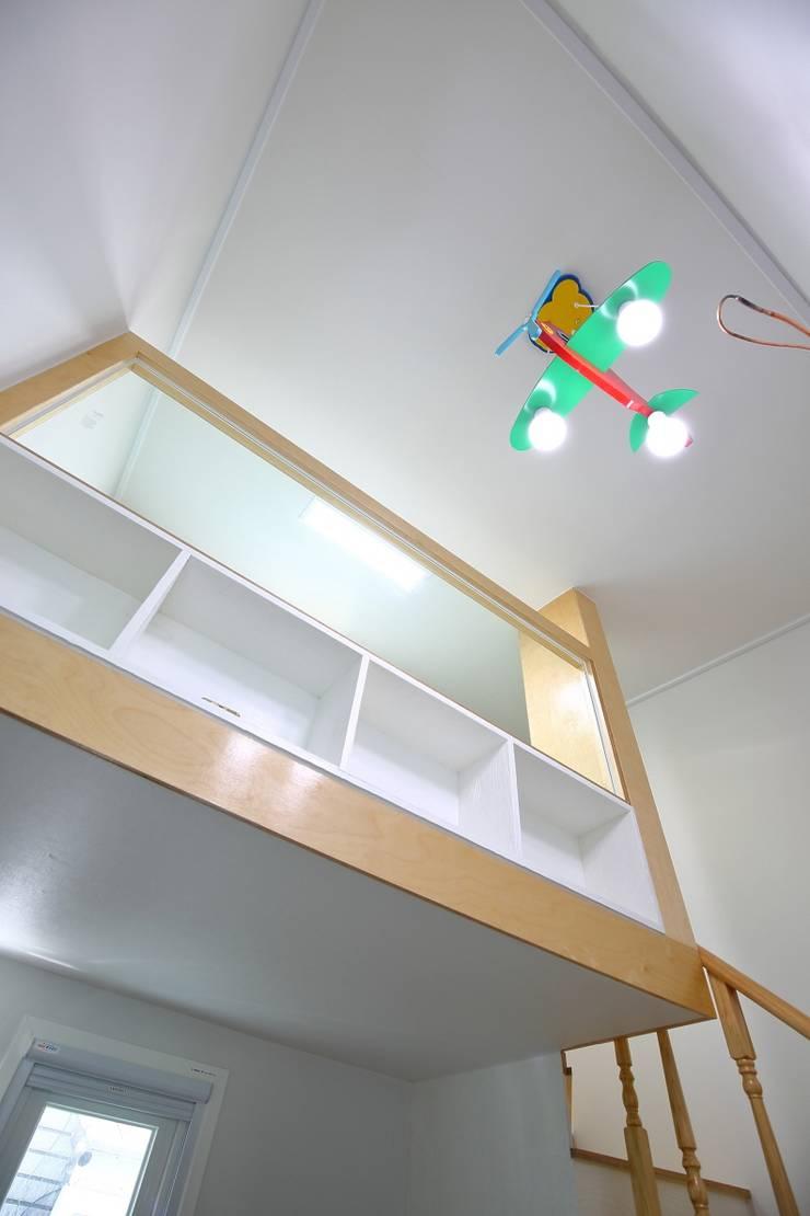 Chambre d'enfant de style  par inark [인아크 건축 설계 디자인]