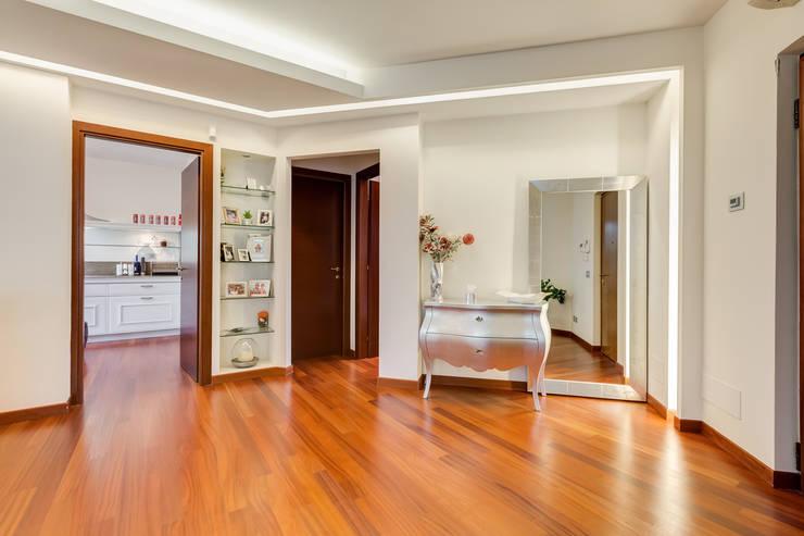 Cavour | modern style: Soggiorno in stile in stile Moderno di EF_Archidesign