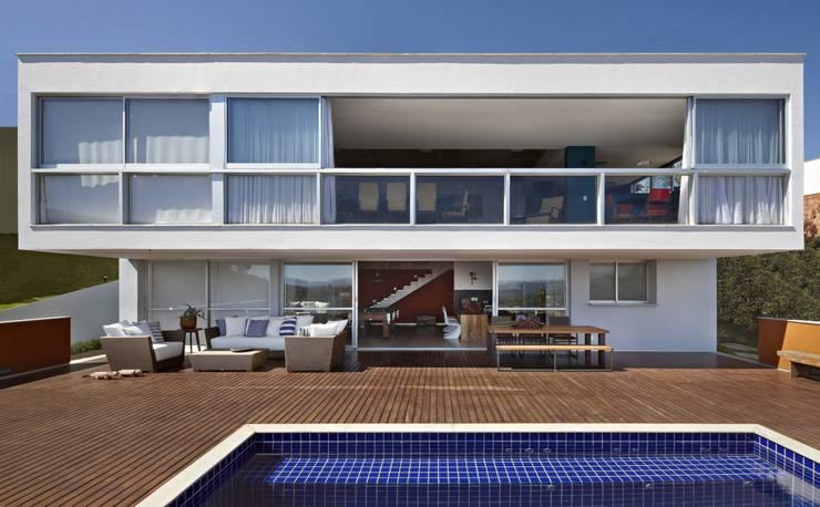 Casas de estilo  por David Guerra Arquitetura e Interiores