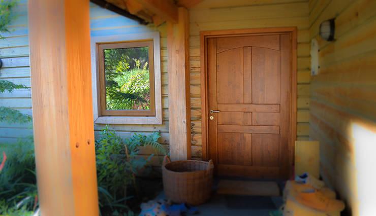 Puerta de acceso : Ventanas de estilo  por Ignisterra