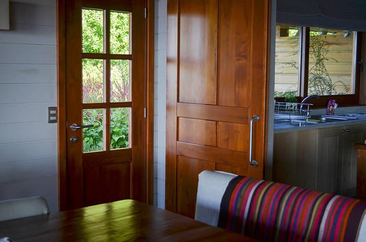 Modelo Ancona y puerta línea Clásica: Ventanas de estilo  por Ignisterra