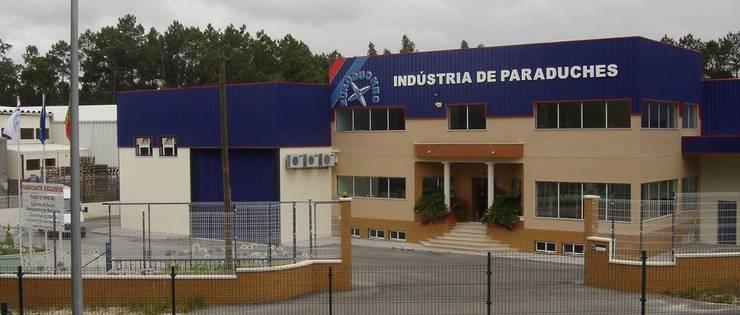 As nossas instalações: Casa de banho  por Euroduches Lda.