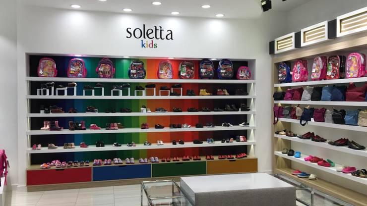 Arge Dekor&İç Mimari – Soletta Ayakkabı Mağazası-Ankara: modern tarz , Modern Ahşap Ahşap rengi