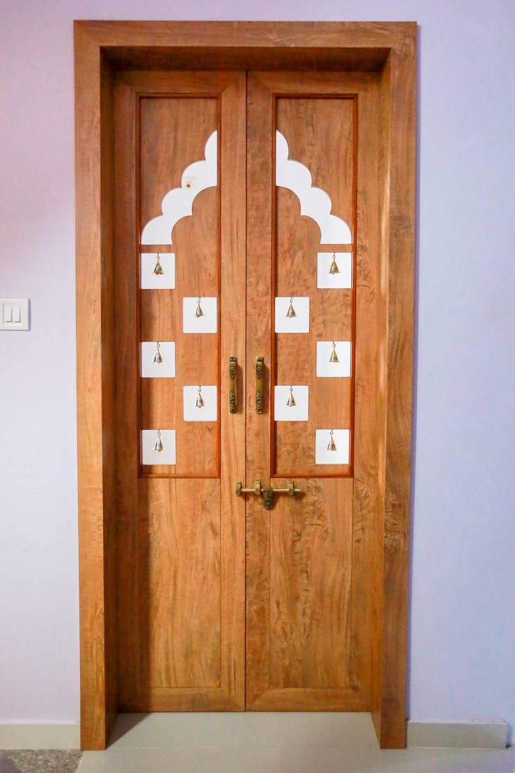 Puertas y ventanas de estilo moderno de ZEAL Arch Designs Moderno