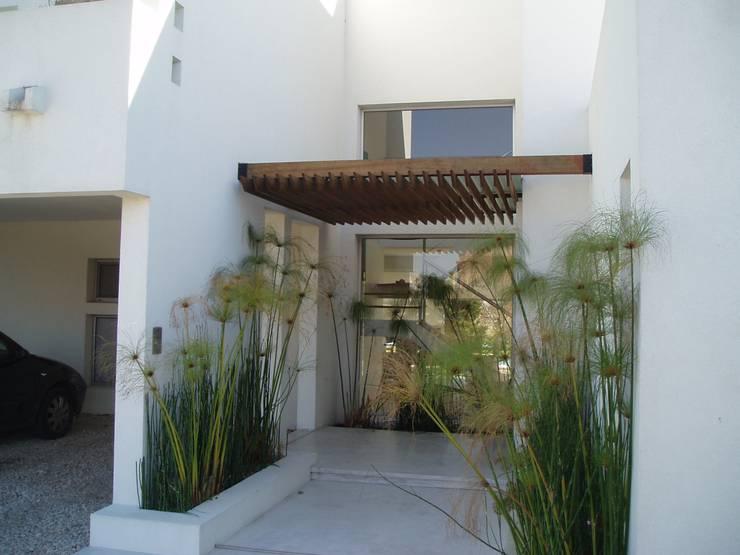 Casas de estilo  por Estudio Medan Arquitectos