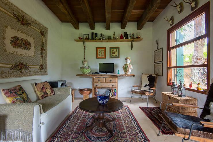 ห้องนั่งเล่น by Valquiria Leite Arquitetura e Urbanismo