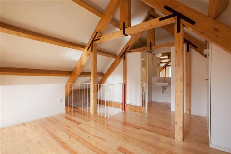 Remodelação de Edifício :   por FRANCISCO MARTINS & FILHOS LDA